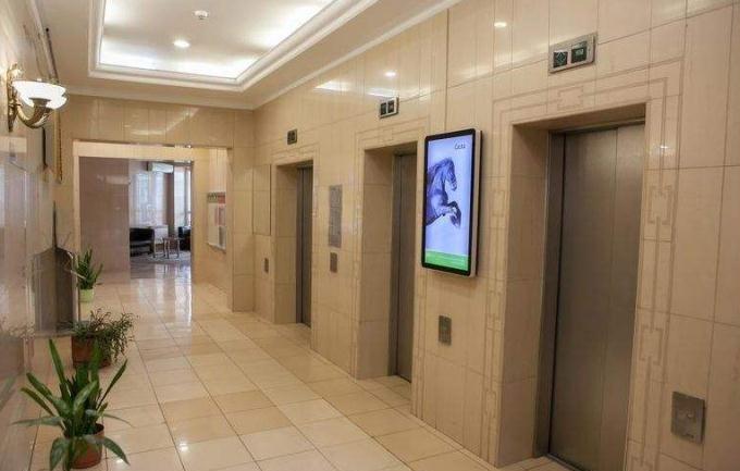 容仁电梯广告机的安装方式