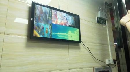 深圳某小区壁挂广告机